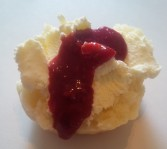 Clotted cream and raspberry purée